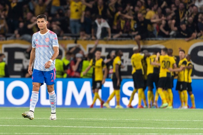 Cristiano Ronaldo le dio la ventaja a Manchester United, pero el equipo no la pudo sostener y eventualmente perdió 2-1.