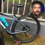 Buscan sospechoso de robarle la bicicleta a Glenn Monroig