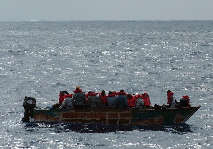 Imagen de archivo sobre una intervención con indocumentados en las costas de Mayagüez.
