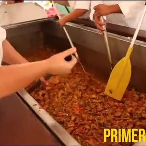 Cómo se hace el fricasé más grande de Puerto Rico