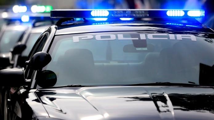 Relacionado a estos hechos, un hombre se encuentra detenido para investigación, indicó la Policía.
