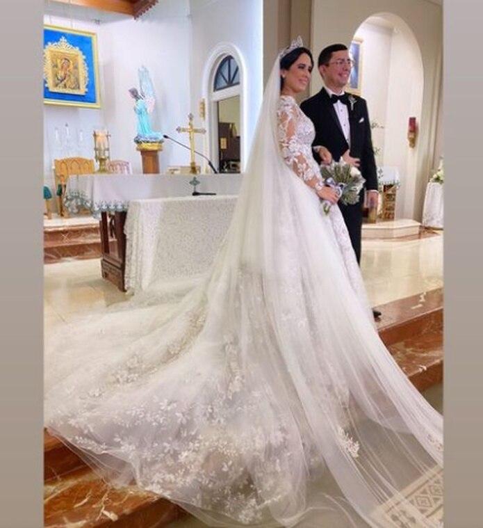 La reportera Wilenie Sepúlveda se casó con su novio de 12 años, Alberto Tabales.