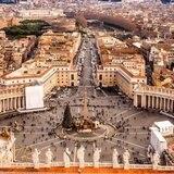 Vaticano expulsa a cura que tiene orden internacional de captura