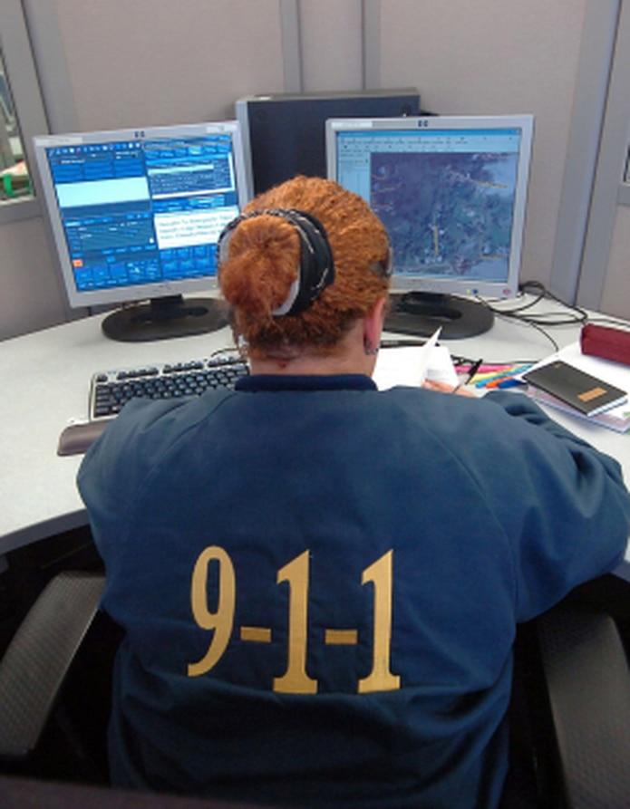 """""""Nuestros telecomunicadores están listos para recibir las llamadas dirigidas al 9-1-1 y procesar la respuesta de auxilio entre las agencias participantes"""", dijo Roberto Fuentes Maldonado. (Archivo)"""