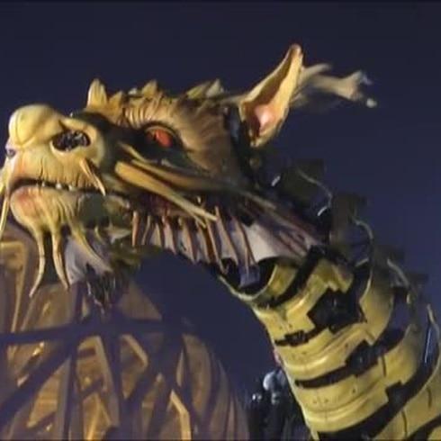 Francia regala a China un enorme dragón-caballo