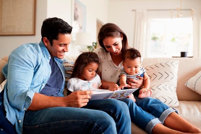 Las redes neuronales del cerebro de los pequeños se activan desde el momento en que nacen cuando sus padres les hablan.