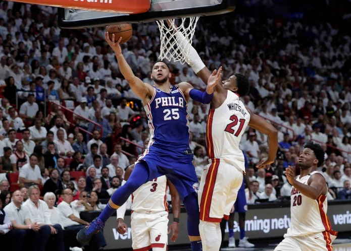 Ben Simmons en acción en Miami. (AP)