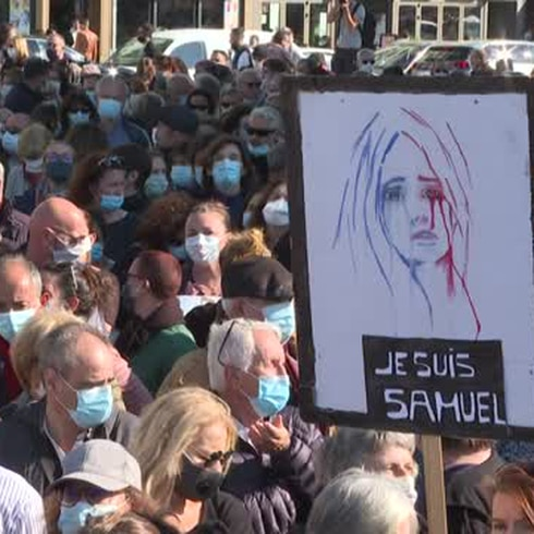 Así fue la multitudinaria marcha en homenaje a profesor asesinado en Francia