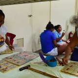 En Vieques los refugiados se preparan para lo peor, jugando
