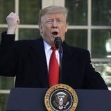 Conservadores critican a Trump por reabrir el gobierno