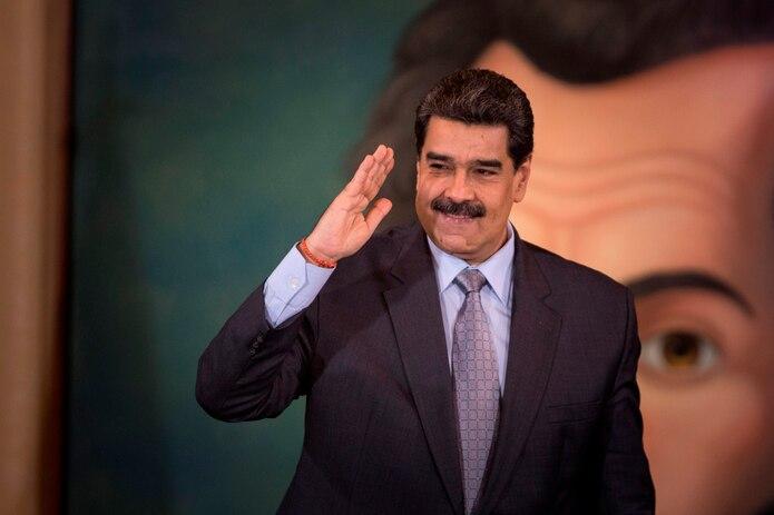 El presidente de Venezuela, Nicolás Maduro, saluda en Caracas, Venezuela.