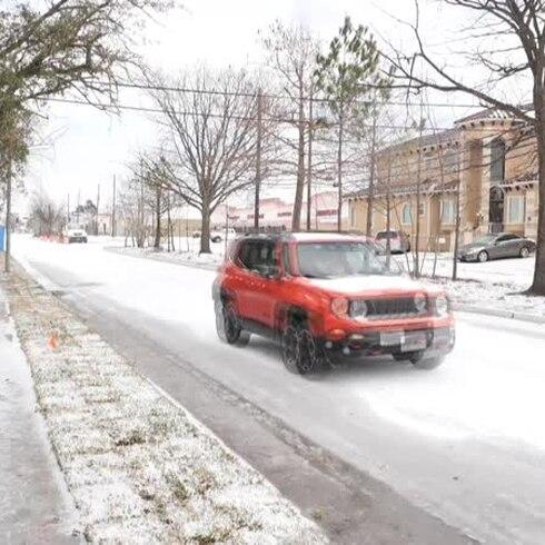 La nieve y las bajas temperaturas congelan el sur de Estados Unidos