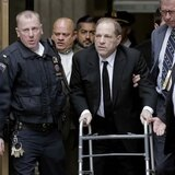 Harvey Weinstein comparece en la corte previo a su juicio por abuso