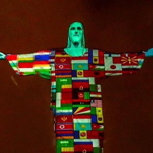 Cayó la noche y el Cristo Redentor sorprendió al mundo entero