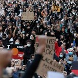 Juez prohíbe a agentes arrestar observadores y periodistas