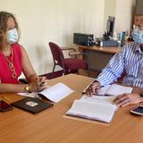 Sara Rosario y el designado secretario del DRD, Ray Quiñones, conversan sobre los Centroamericanos de 2022