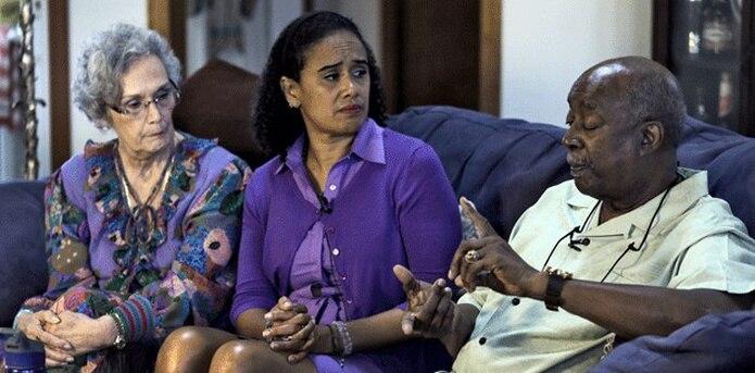 Thompson, ahora de 44 años, y sus padres hablaron recientemente con The Associated Press sobre sus encuentros con Cosby. (AP)