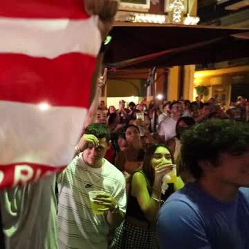 Gritan de alegría en La Placita de Santurce cuando ganó Jasmine Camacho-Quinn