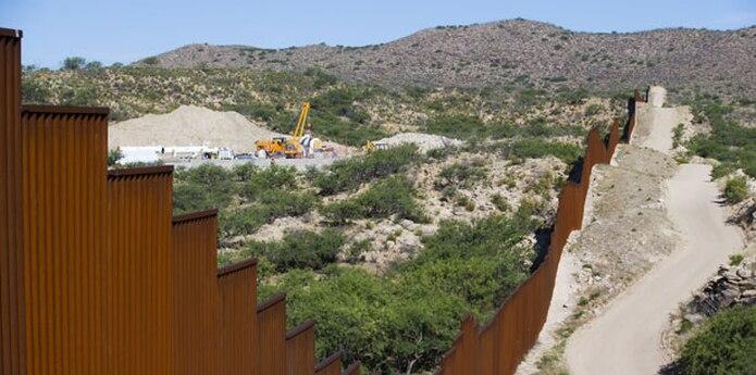 Después de que Trump firmara la semana pasada una orden ejecutiva para construir un muro en la frontera con México y se hablara sobre un posible arancel del 20 % sobre los productos de este país, se inició una campaña en las redes sociales para que los consumidores dejasen de cruzar la frontera para hacer sus compras en EE.UU. (Archivo)