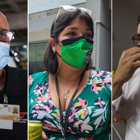 Empleados del gobierno llegan al trabajo obligados a estar vacunados
