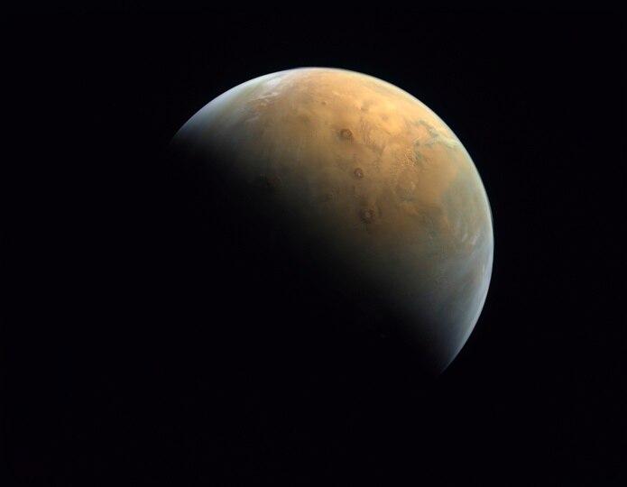 """La imagen fue tomada por la sonda espacial Amal, o """"Esperanza""""."""