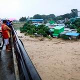 Complicado rescate en Indonesia por lluvias torrenciales