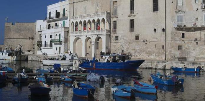 Cada tarde llegan barcos con la pesca del día, que compran muchos restaurantes para ofrecerla en la cena. Por ello la oferta gastronómica es mayormente de pescados y mariscos.  (Enviada especial / teresa.canino@gfrmedia.com)