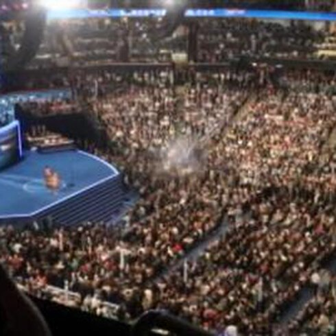 Michelle Obama deslumbra con un emotivo discurso sobre su marido