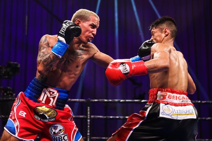 Manny Rodríguez castiga a Reymart Gaballo durante la pelea del pasado 19 de diciembre.