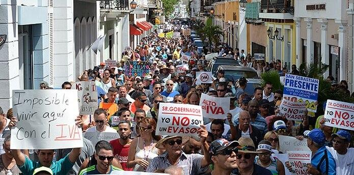 Cientos de personas se congregaron en el lado norte del Capitolio para participar de la protesta. (jose.rodriguez@gfrmedia.com)