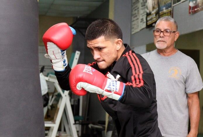 José Martínez acumuló 21 victorias en 25 combates en el boxeo rentado.