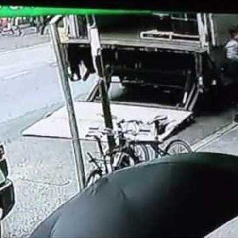 Buscan a ladrón que se robó un gran cubo de oro
