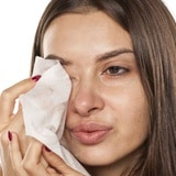 ¿Dormiste con maquillaje? Aquí cuatro pasos para revivir tu piel
