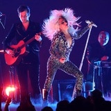 Lady Gaga está de regreso, ¿pero dónde queda la chispa?